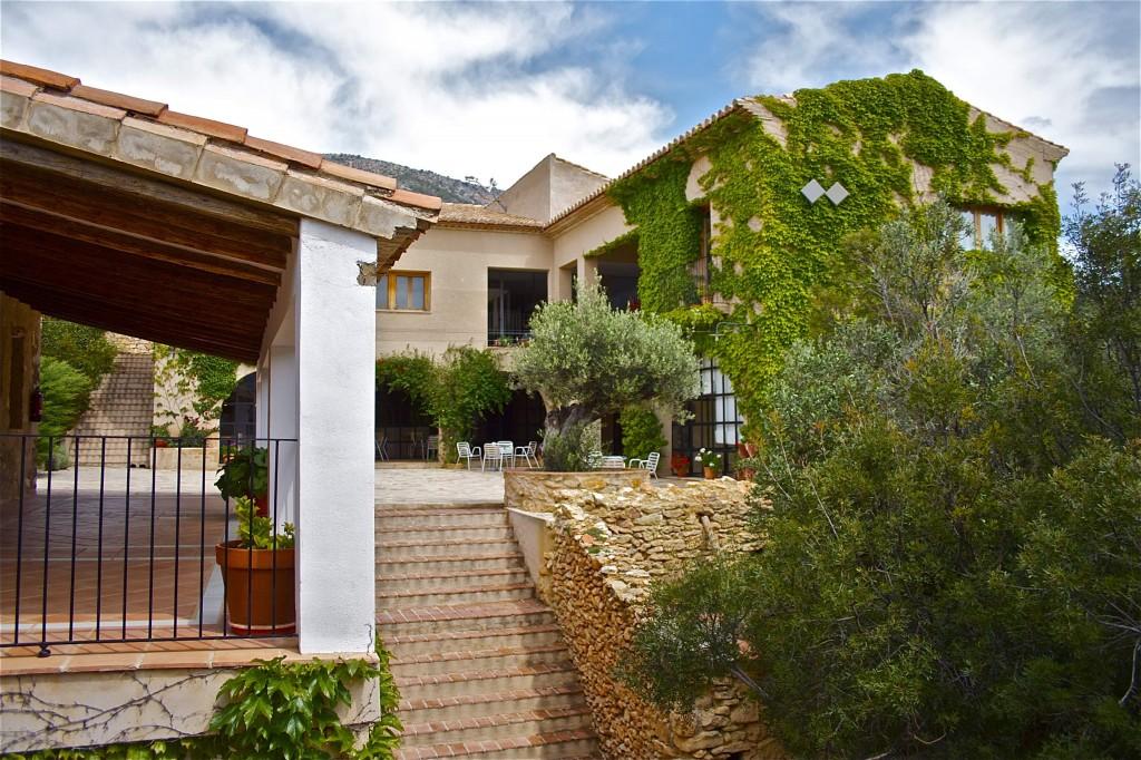 El hotel rural Aldearoqueta se encuentra en una antigua aldea abandonada del Maestrat castellonense.