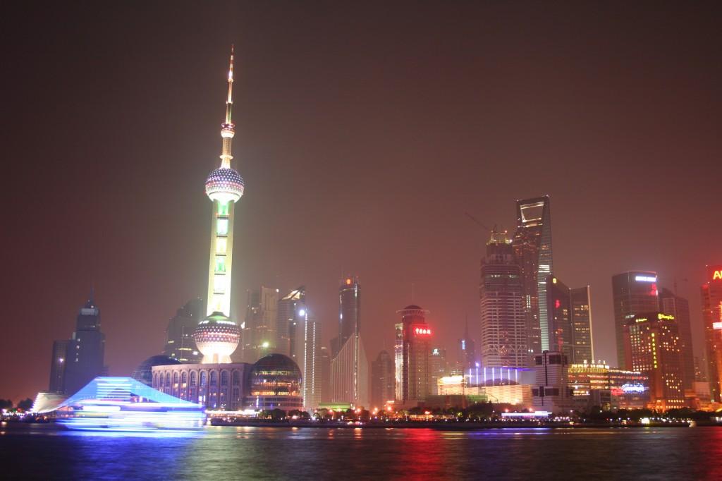 Shanghai (China) va por delante del resto del país con su apuesta por un moderno metro, el edificio más alto de China y el hotel más grande del mundo.