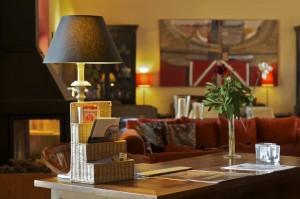 Los detalles dan un ambiente cálido a la antigua nave de mercancías del hotel L'Estació de Bocairent (Valencia).