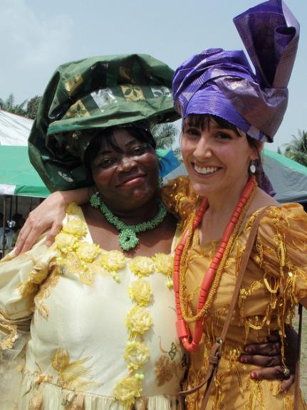 Nigeria con traje tradicional