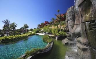 La piscina de las caras de Angkor es la imagen más conocida del Asia Gardens  Hotel & Thai Spa.