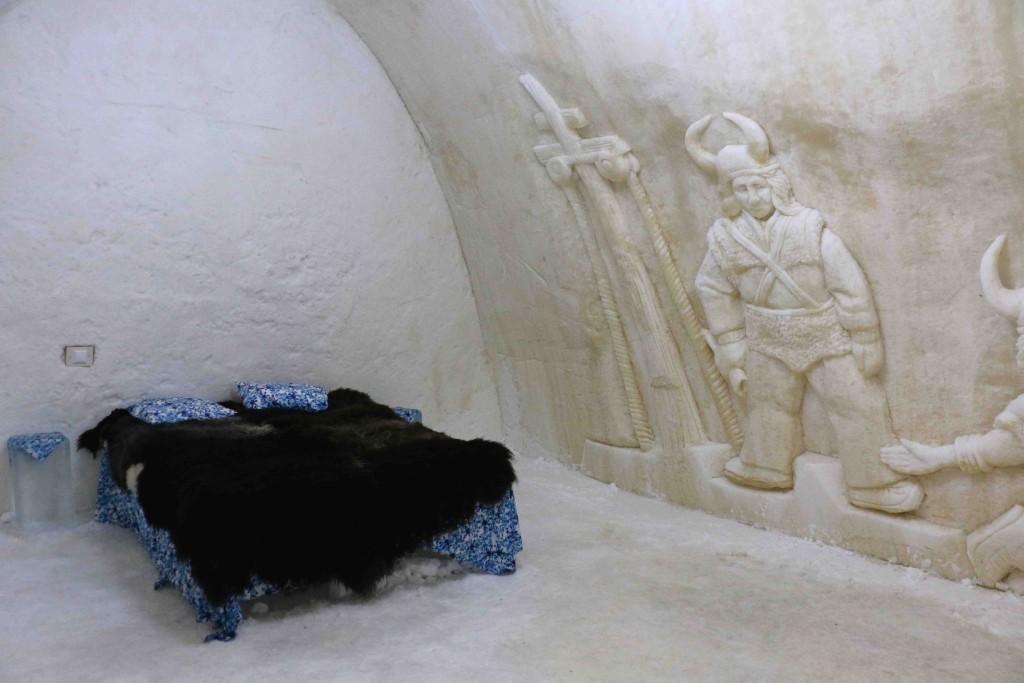 Las habitaciones del Snowhotel de Kemi están decoradas con grabados artísticos.