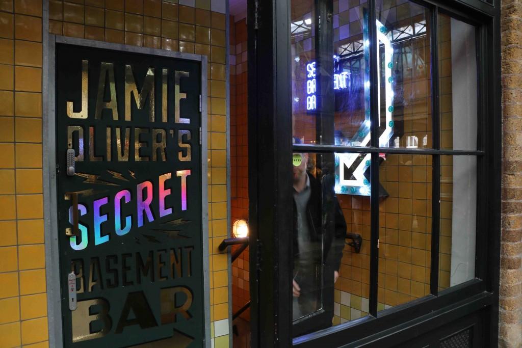 Esta es la entrada a la Base Secreta de Jamie Oliver.