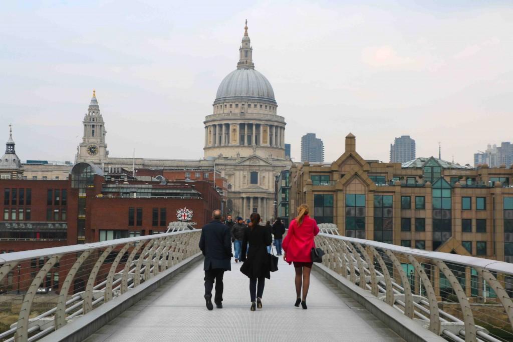 El puente del Milenio une la Tate Modern y el Shakespeare's Globe con la catedral de San Pablo.