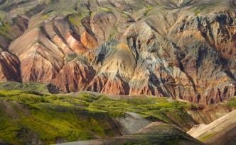 Las coloridas montañas del interior de Islandia son uno de los atractivos del mejor trekking de Islandia.