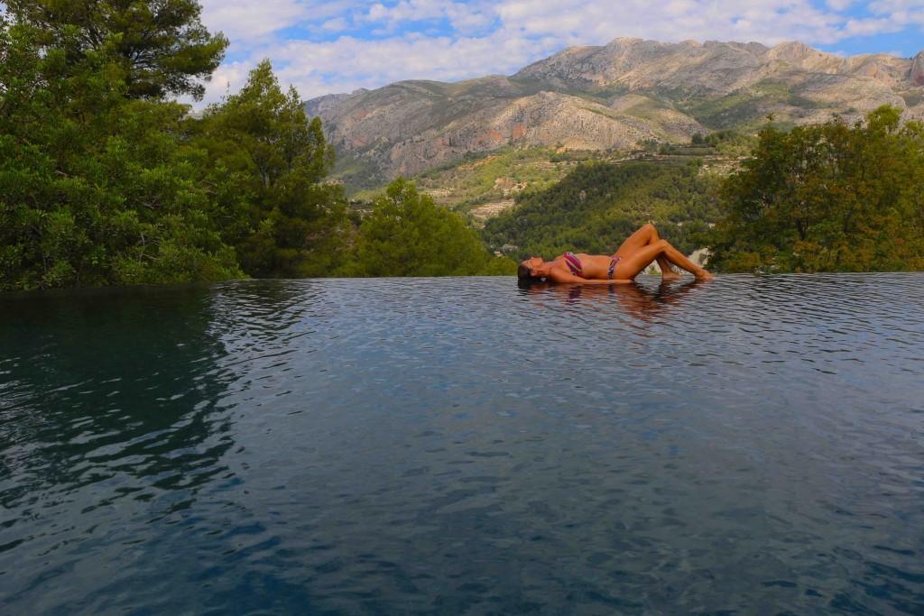Un hotel escondido entre rboles en alicante for Casas rurales con piscina comunidad valenciana