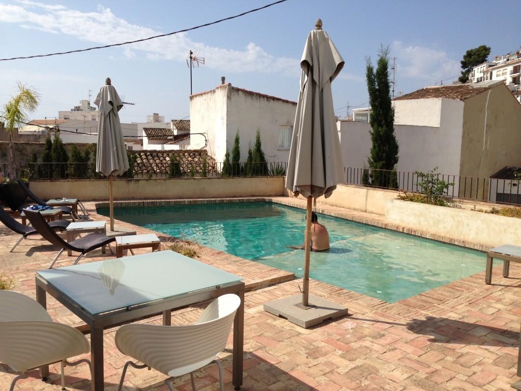 La piscina es uno de los encantos de este hotel de Altea.