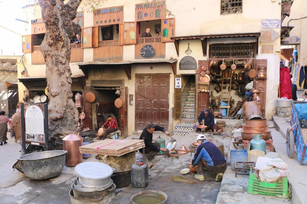 La plaza de los caldereros de Fez.