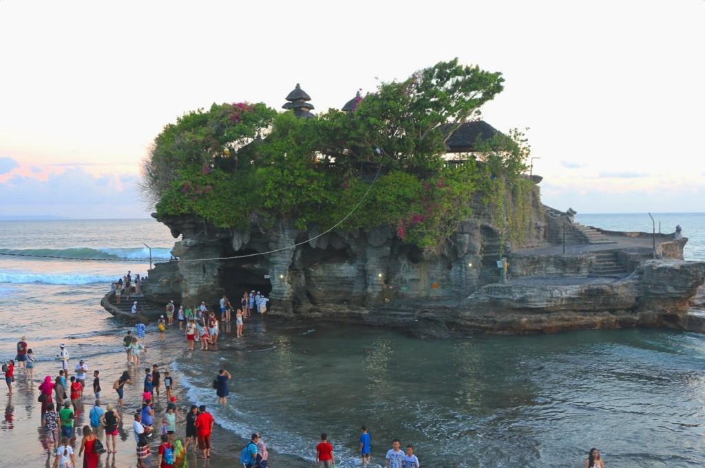 Templo de Tanah Lot, al norte de la playa de Kuta.