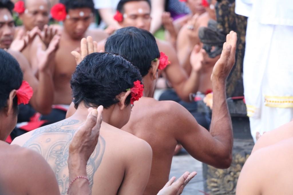 En el templo de Uluwatu podrás contemplar las danzas Kecak en un anfiteatro con vistas al mar.