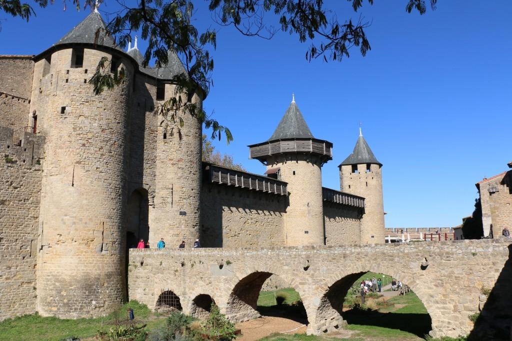"""Un castillo dentro de una ciudad medieval con dos murallas de 3 km. de perímetro. ¿A alguien se le ocurre una mejor definición del adjetivo """"inexpugnable""""?"""