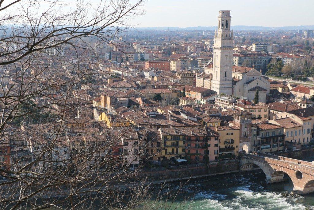 LAS MEJORES VISTAS | CASTEL SAN PIETRO. Utilizar el funcicular solo cuesta dos euros y te permite tener a Verona a tus pies con las vistas que ofrece el Castel San Pietro.
